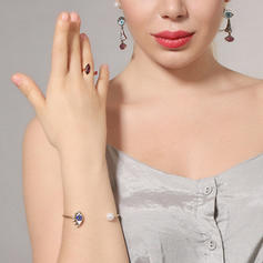 Fashionable Alloy With Rhinestone Women's Rings